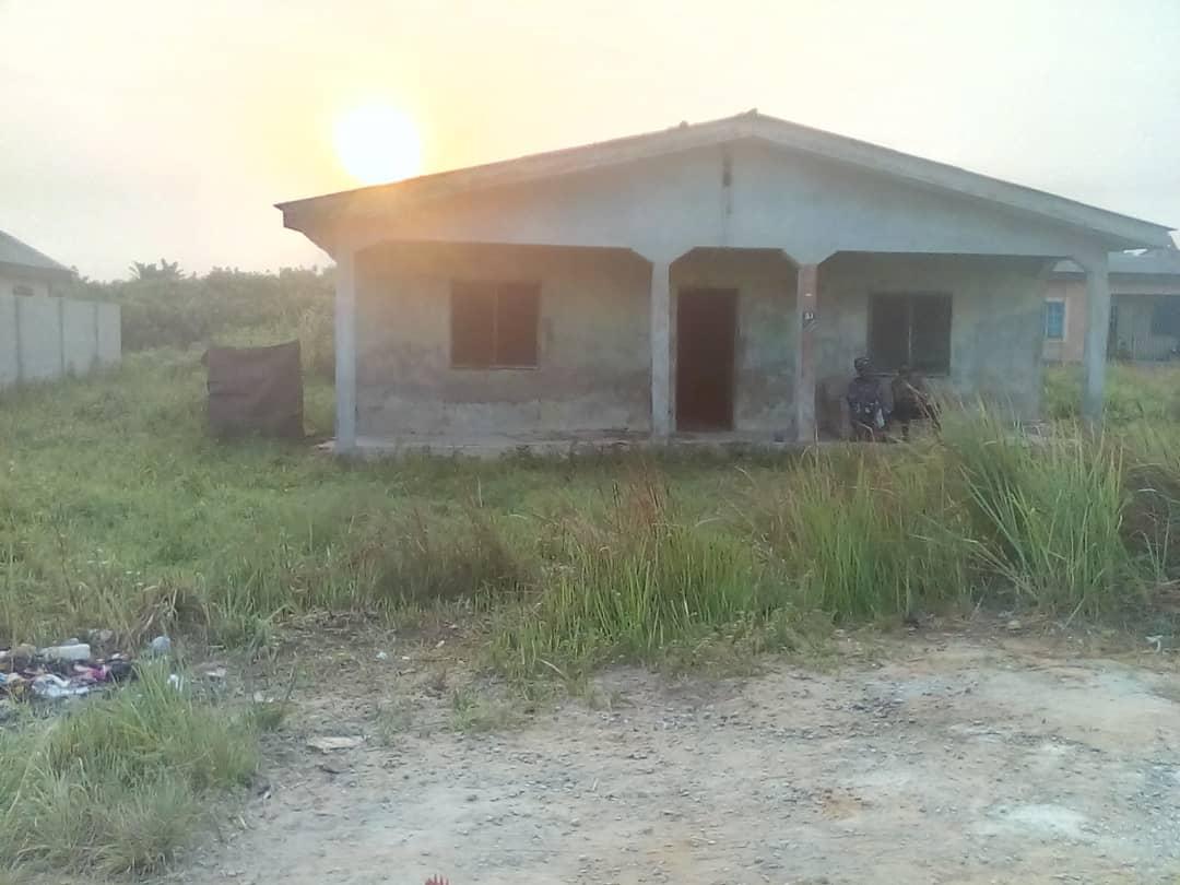 5 bedroom bungalow house